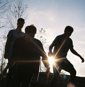 Juniors - Windy and echoing with small waves of extremely brilliant guitars that trill around the forebrain sound...