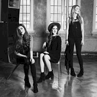 Wildwood Kin - broodful Americana harmonies from Emillie Key, Beth Key, Meghann Loney