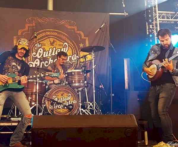 Outlaws on Stage